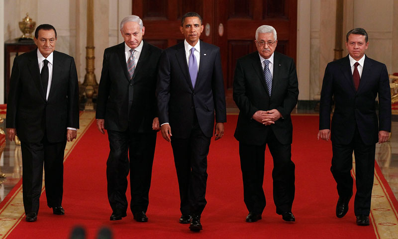 Holds peace talks between Palestinian